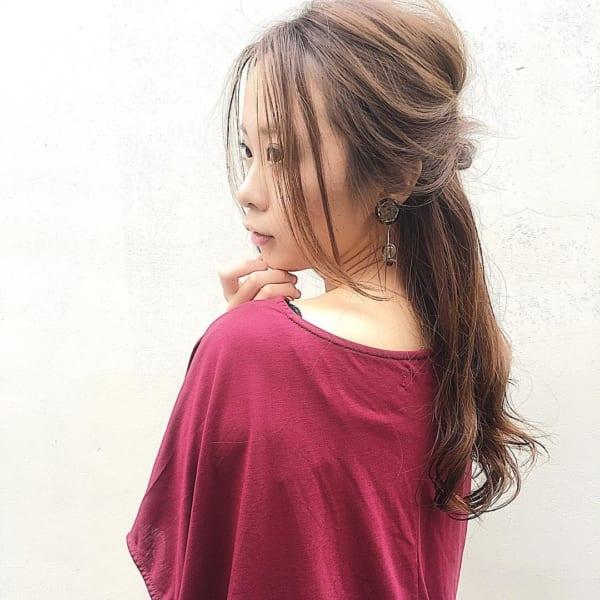 後れ毛で作る縦長アレンジヘア