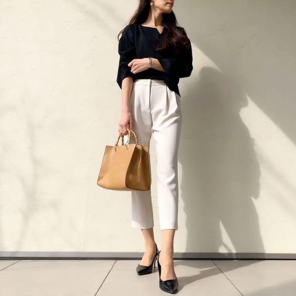 白パンツで春のモノトーン