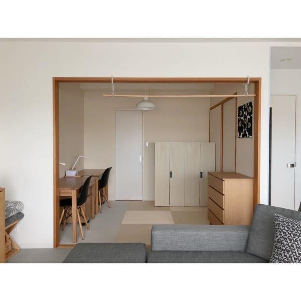 シンプル家具ですっきりと