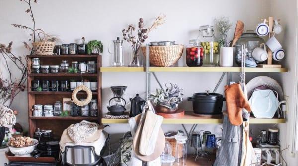 お気に入りのキッチンアイテムは見せる収納に