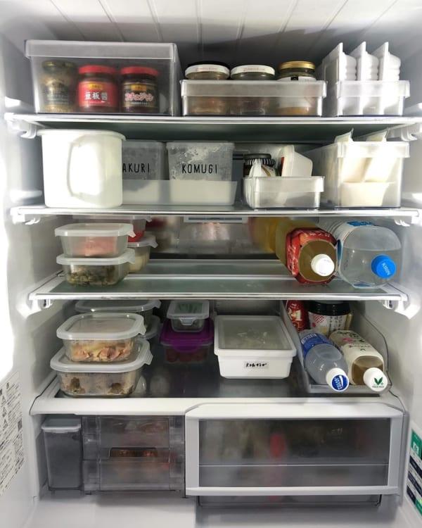 シンプルで使いやすい形の冷蔵庫整理トレー
