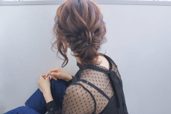 剛毛な女性におすすめのミディアムヘアアレンジ6