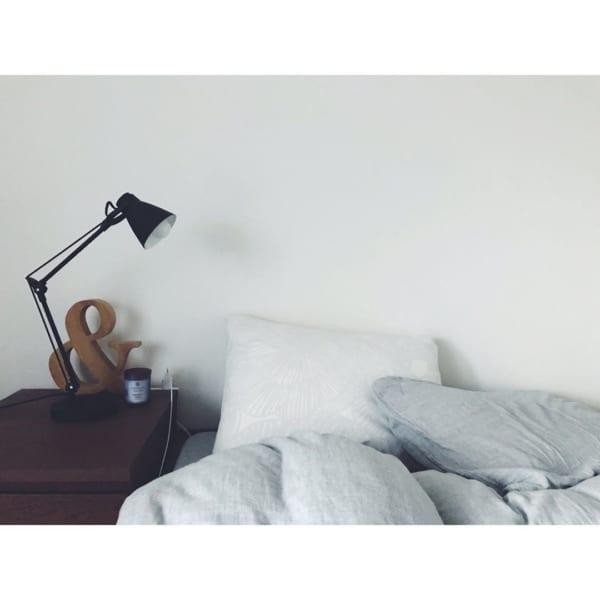 心安らぐシンプルな寝室