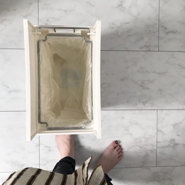 ゴミ箱の中に収納