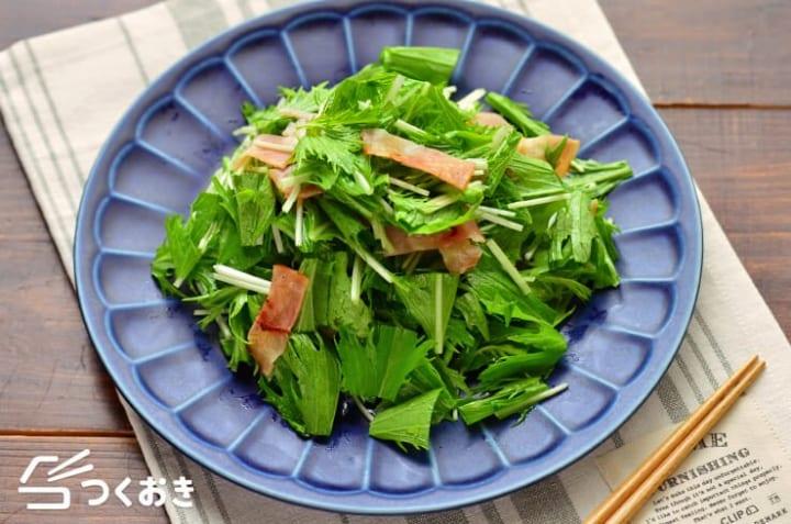 簡単な食べ方!水菜とベーコンのうま塩サラダ