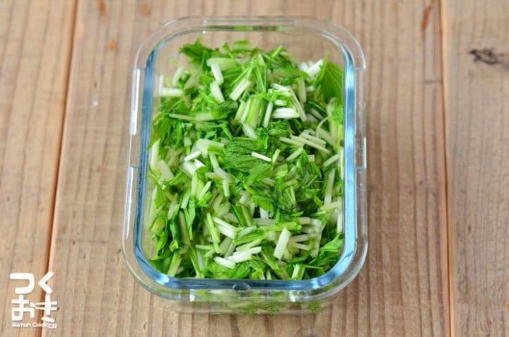 基本的な美味しい副菜料理!簡単水菜の塩もみ