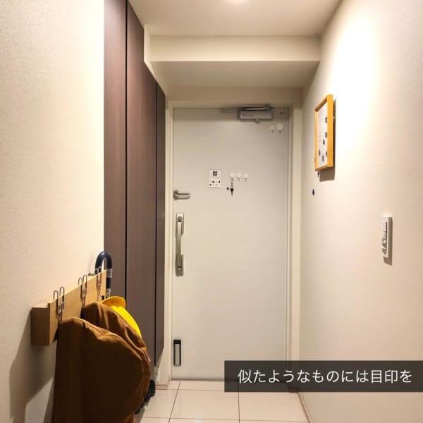 玄関スペースには吊るし収納が便利