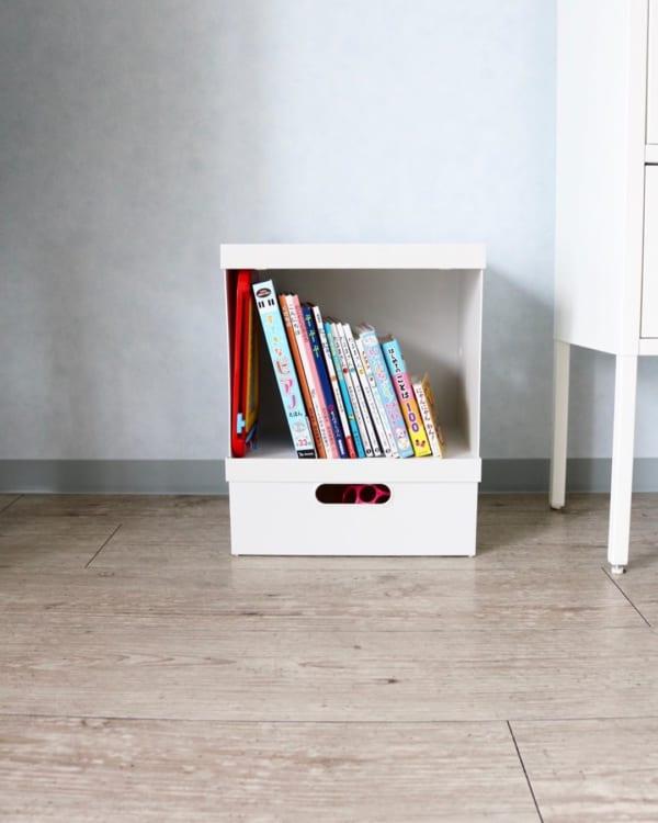 本棚は小さなボックスで代用
