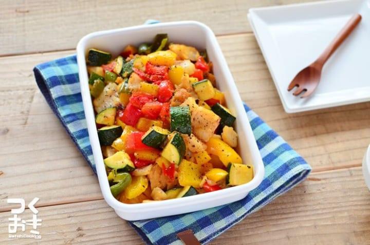 作り置きに!タラと彩野菜のガーリックソテー