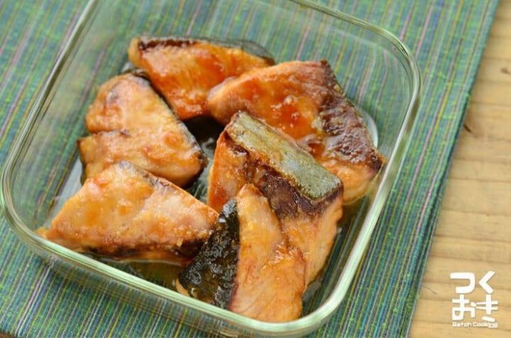 さわら(ぶり)のニンニクペッパーソース焼き