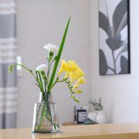 家にお花を飾ろう♪おすすめのフラワーベースや真似したいお花の飾り方をご紹介