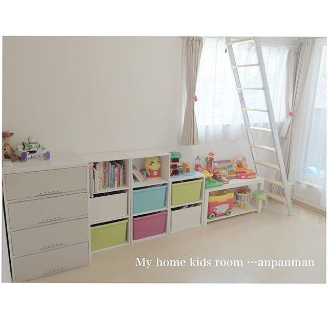 おもちゃに合わせて華やかなカラーボックス