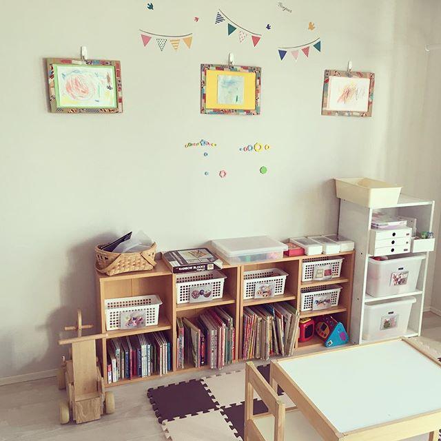 室内の雰囲気に合わせたカラーボックス