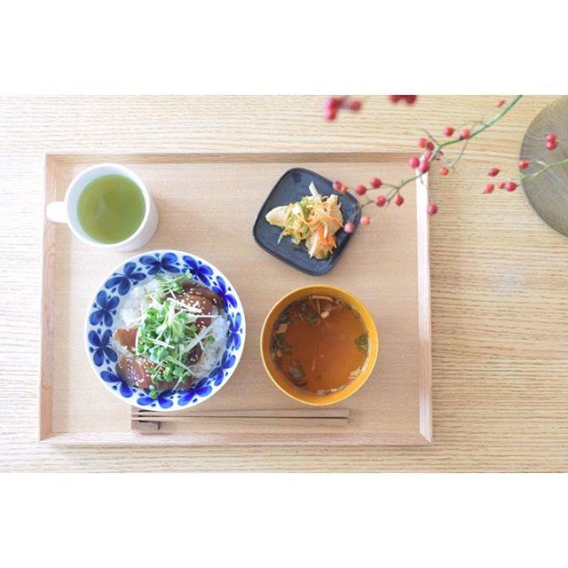 食卓をおしゃれに彩る木製角形トレー