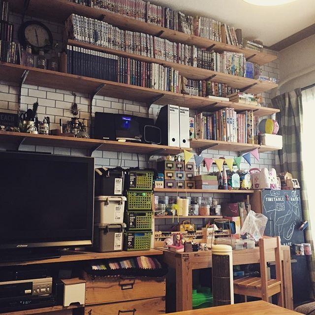DIYの壁面収納に本の収納