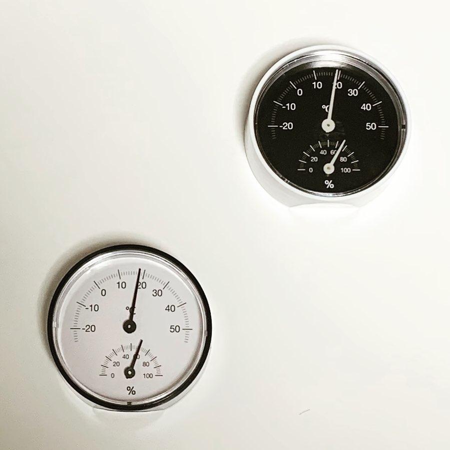 シンプルがかわいい湿温度計