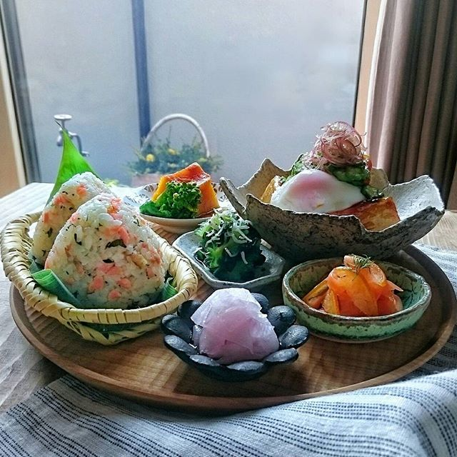 簡単レシピ!豆腐ステーキとおにぎりのランチ