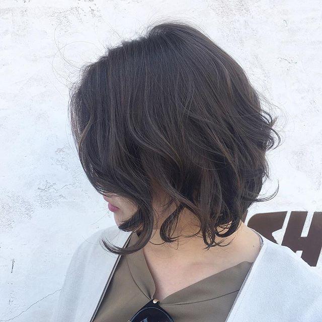 ボブスタイルに似合う夏のトレンドヘアカラー《カーキ》3