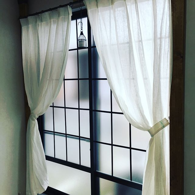 ベッドルームの窓に