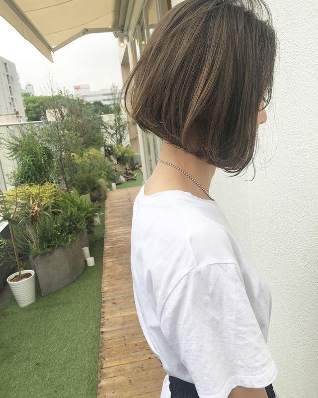 ボブスタイルに似合う夏のトレンドヘアカラー《カーキ》4