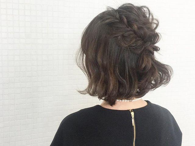 清楚な黒髪編み込みボブヘアアレンジ