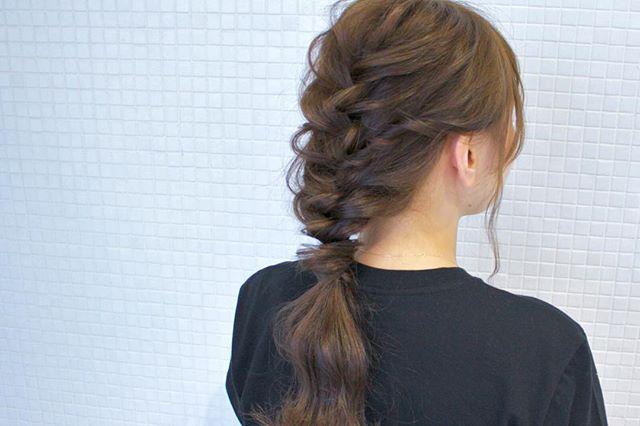 ロングの編み込み×ポニーテールヘアアレンジ2