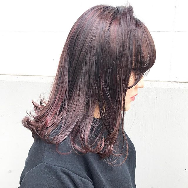 夏らしい美発色のカラーヘアスタイル