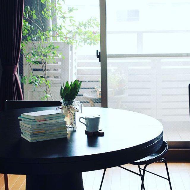 読書を楽しめるダイニング空間4