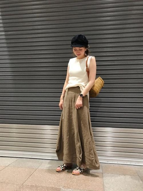 カゴリュック×マキシ丈スカートの夏コーデ