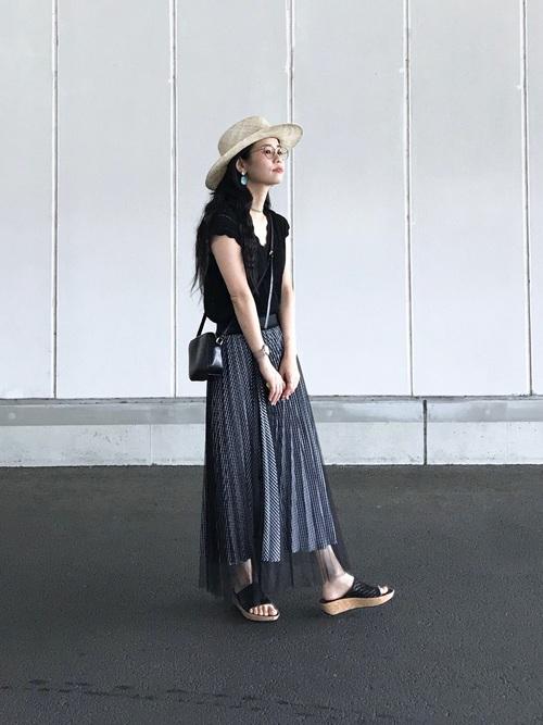 黒 スカート2