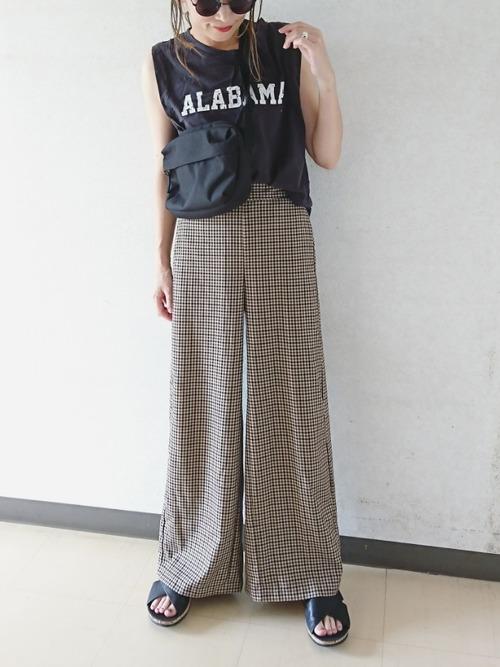ノースリーブTシャツ×チェックワイドパンツ