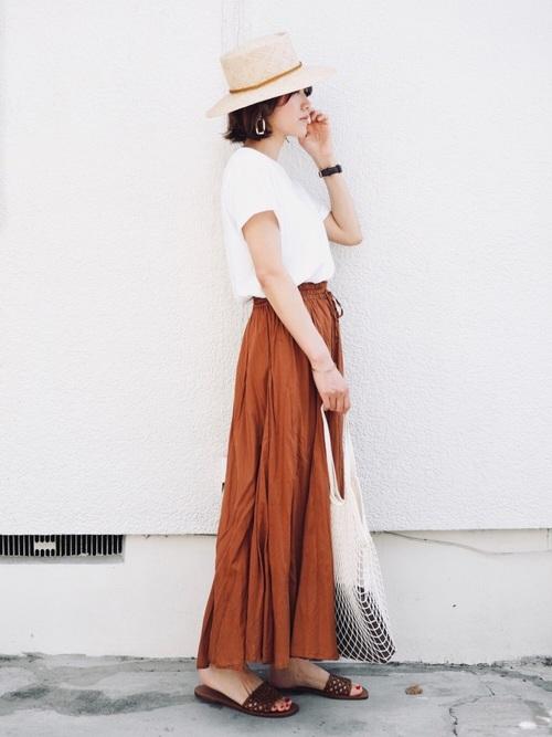 シンプルTシャツ×マキシフレアスカート