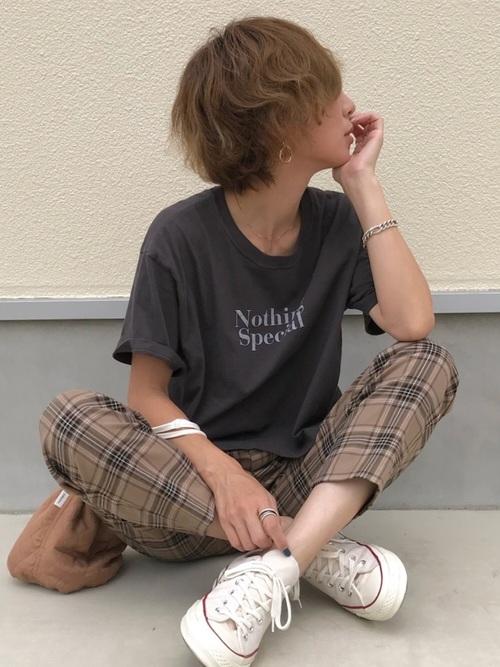 ロゴTシャツ×タータンチェックパンツ