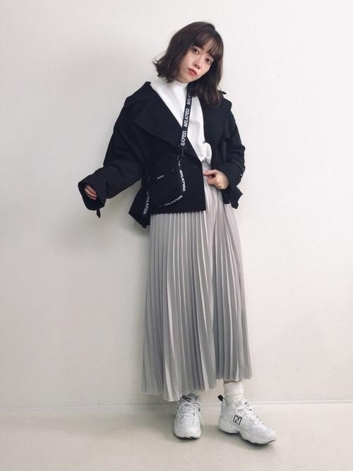 白スウェット×グレースカートの冬コーデ