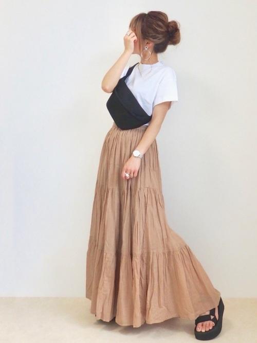 ティアードスカート×白Tシャツの8月コーデ