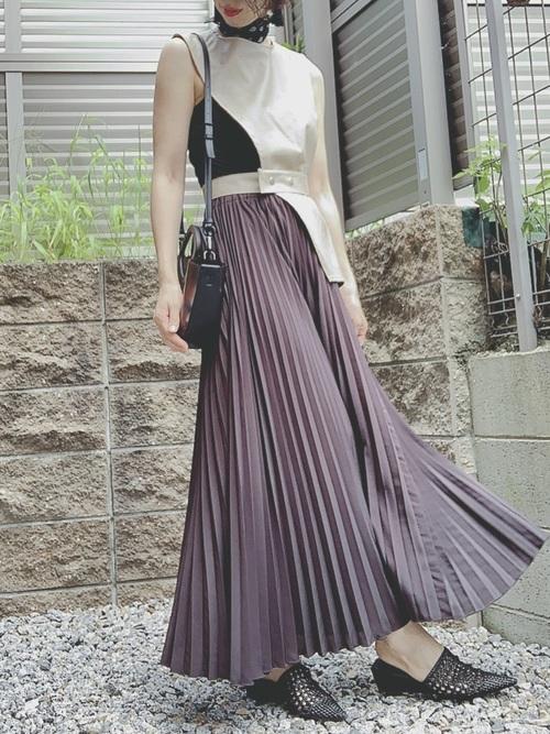 ブラックスカーフ×スカートコーデ
