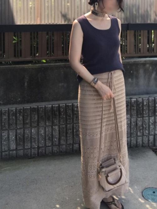 夏にぴったり透かし編みタイトスカート