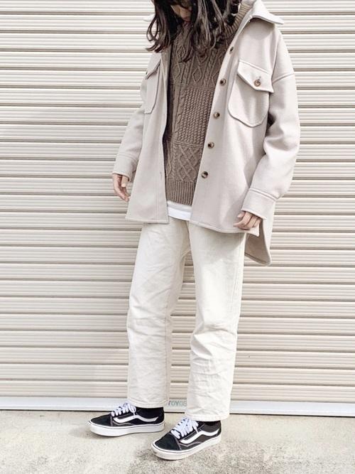ユニクロ白Tシャツ×ジャケットの冬コーデ