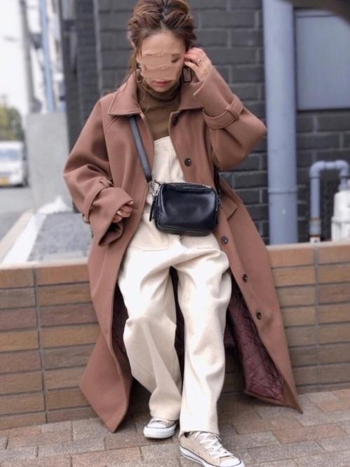 ユニクロ茶色Tシャツ×茶色コートの冬コーデ