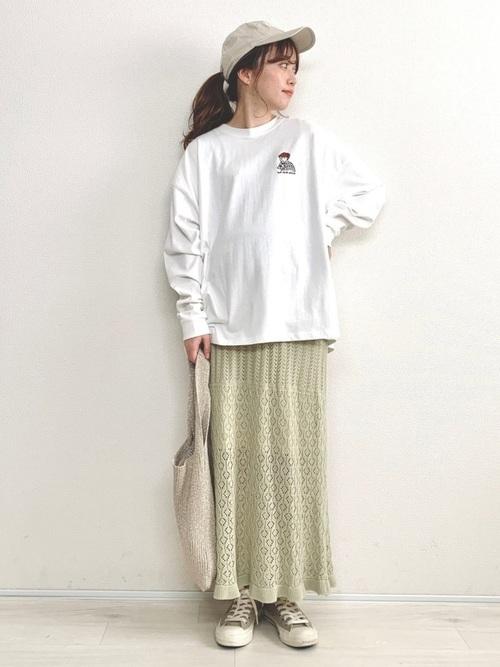 ロングTシャツ×透かし編みニットスカート