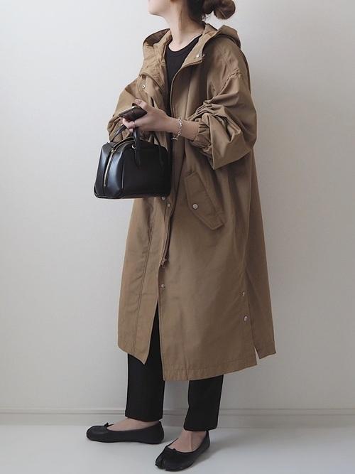 ユニクロ黒Tシャツ×モッズコートの秋コーデ