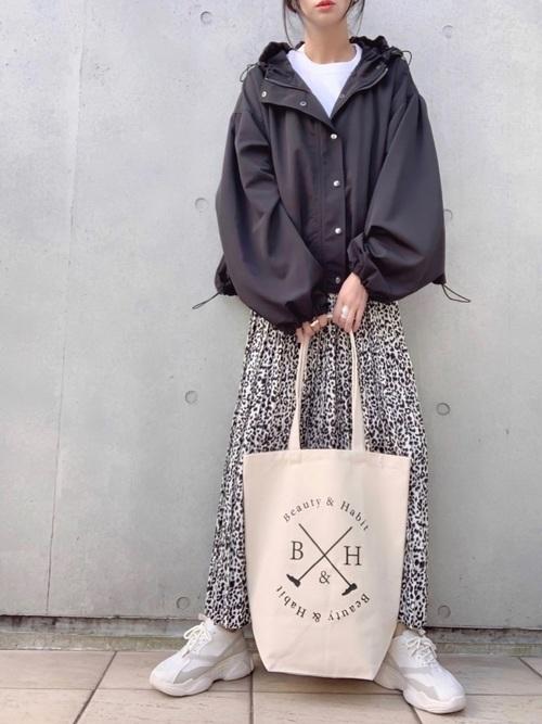 ユニクロ白Tシャツ×ヒョウ柄スカートの冬コーデ