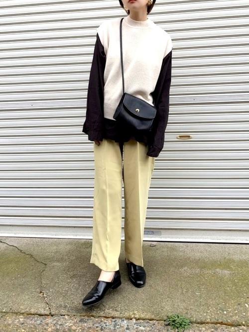 ユニクロ黒長袖Tシャツの春ファッション