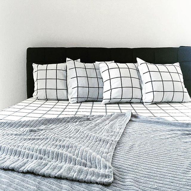 グラデーションインテリアでクールな寝室