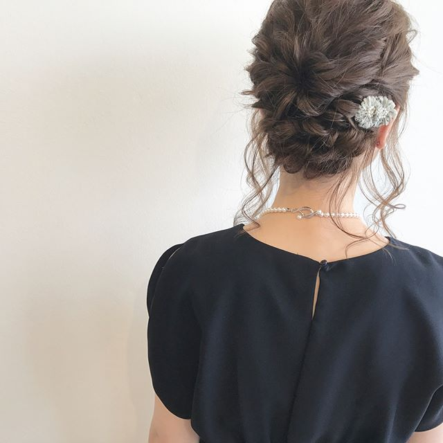 ロングの編み込み×オールアップヘアアレンジ4
