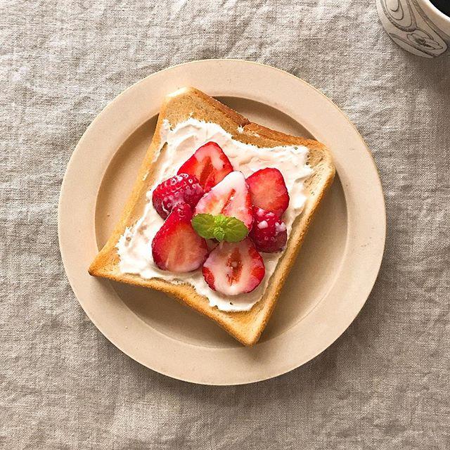 甘いいちご練乳のアレンジトースト