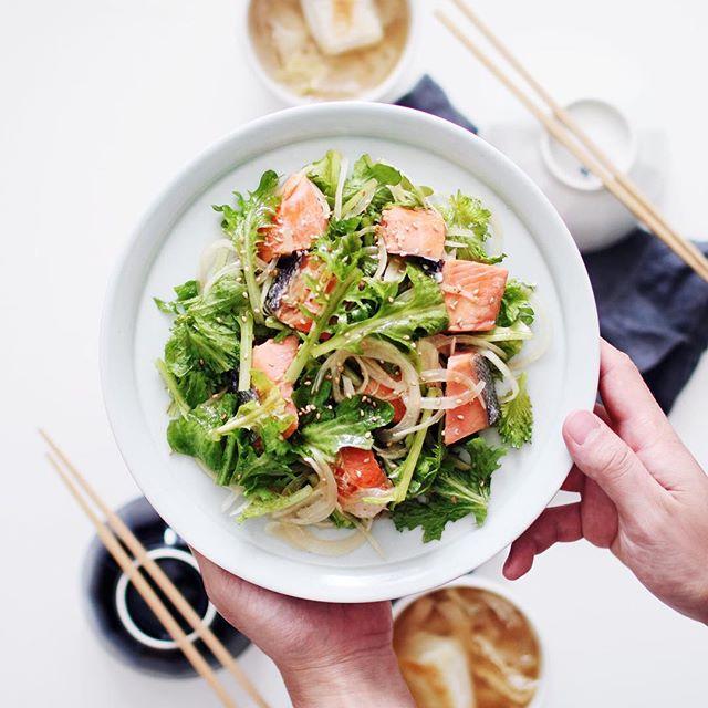人気食べ方!うまだれドレッシングの焼鮭サラダ