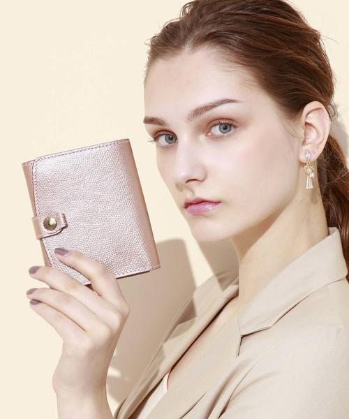 角シボ型押しメタリックレザー二つ折り財布
