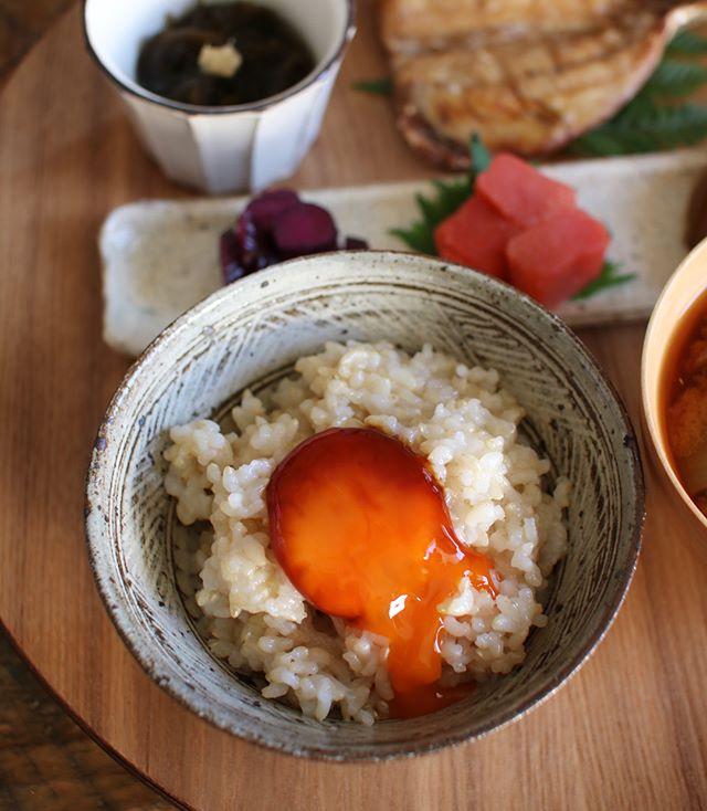 おしゃれに見える朝ご飯!発芽玄米の卵黄のせ