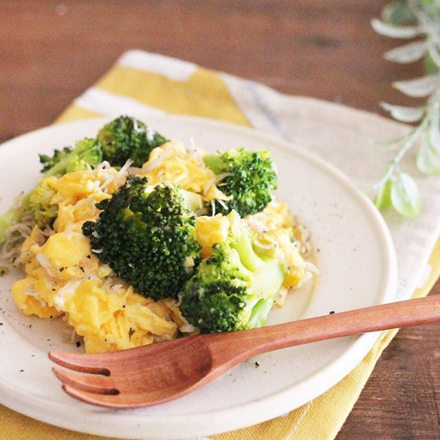おつまみレシピに!卵とブロッコリーの塩炒め